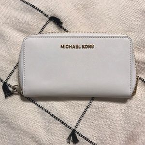 BRAND NEW - Micheal Kors white wallet + wristlet